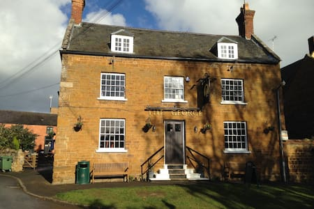 The Coach House B&B at The George Pub - Ashley - Bed & Breakfast