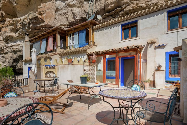 Rustic cave house situated in the Albacete region