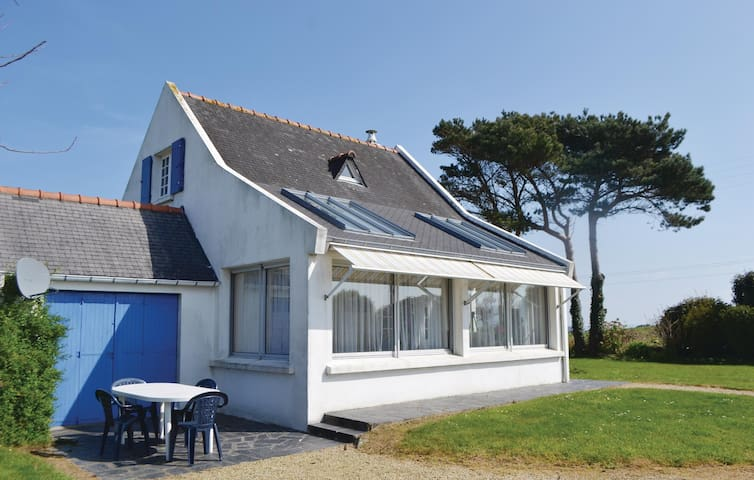 Holiday cottage with 3 bedrooms on 75m² in Locquirec