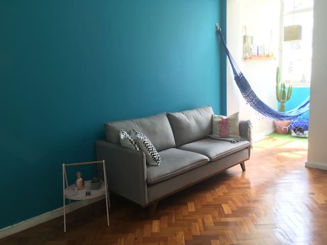 Very cozy and bright room at Largo do Machado