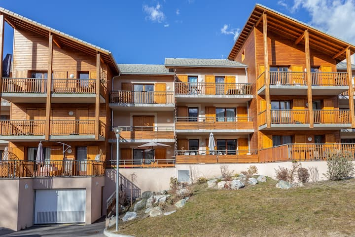 Apartment with 2 bedrooms in Guillestre, with wonderful mountain view, furnished garden and WiFi - 17 km from the slopes