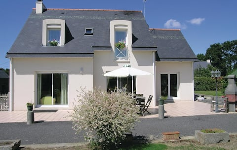 Nice home in Roz-Landrieux with WiFi and 2 Bedrooms