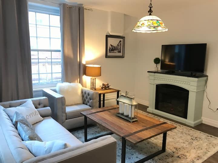 The Blair Room - Charming, Clean Brand New Cosy APT Burlington Core