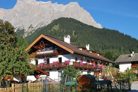 Ruime familiekamer (max 5-pers) voor doorreizigers - Ehrwald