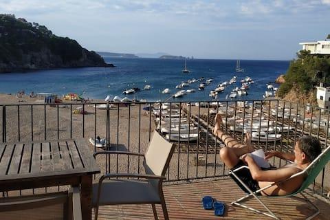 Apartamento con terraza magnífica frente al mar
