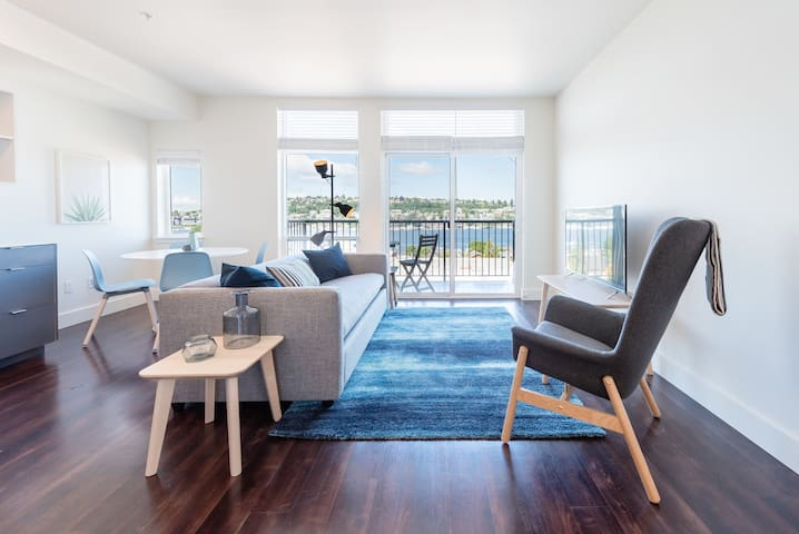Eastlake top floor home with Lake Union views