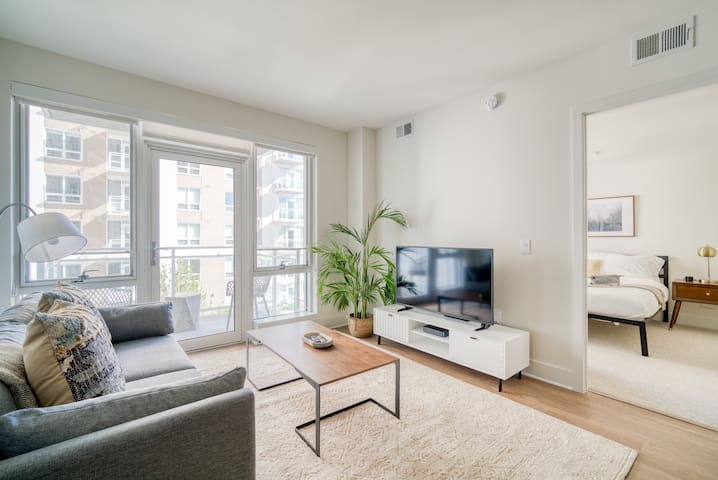 Delightful 1BR in Arlington, Pool + Pet-Friendly