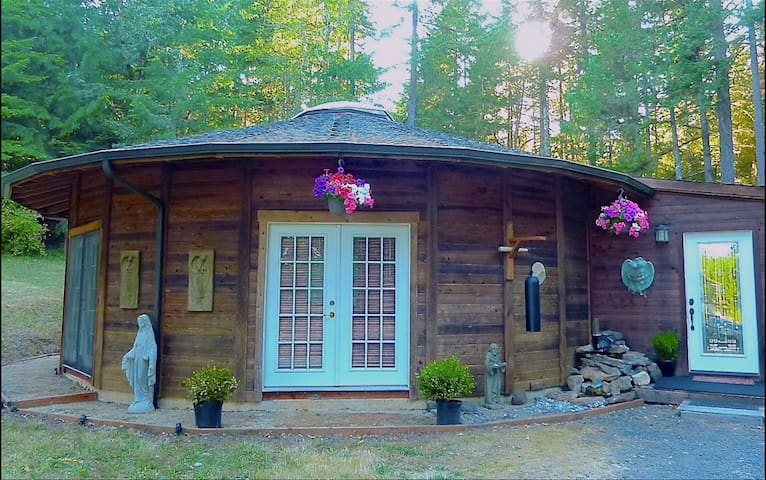 Sanctuary Yurt in Eugene's Wine Country