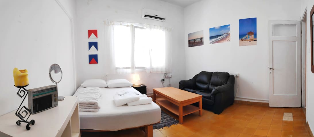 PRIVATE & BIG ROOM  5 min walk to the beach!
