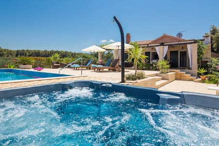 Beach Villa with Pool and Jacuzzi Island Brac - Mirca - House