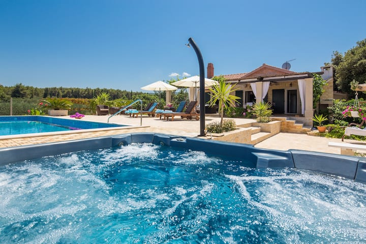 Beach Villa Heated Pool and Jacuzzi Island Brac
