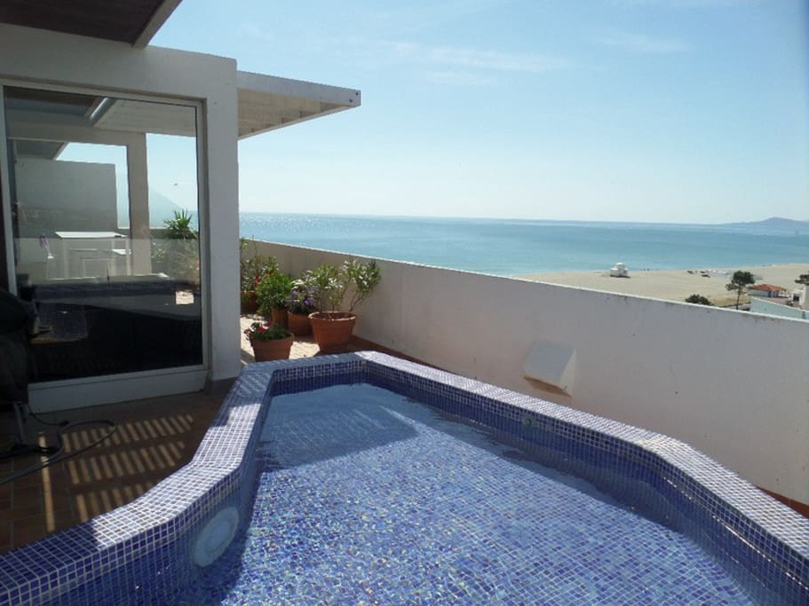 The plunge pool and sea view