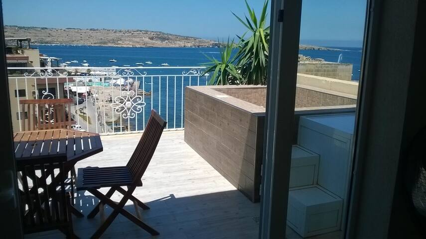 Penthouse Suite with jacuzzi and stunning seaview - San Pawl il-Baħar - Appartement