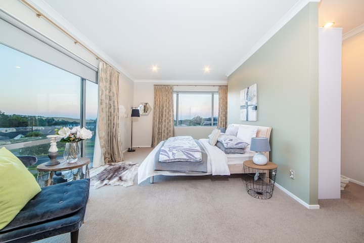 Silverdale deluxe ensuite- close to Orewa beach
