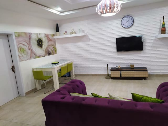 Glam Room, 24hr Power & WiFi near Chevron, Lekki