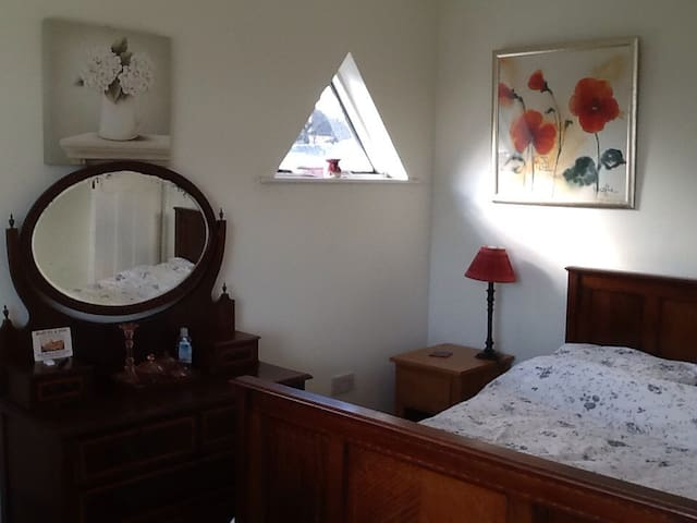 Welcoming room in family home - Southend-on-Sea - Bed & Breakfast