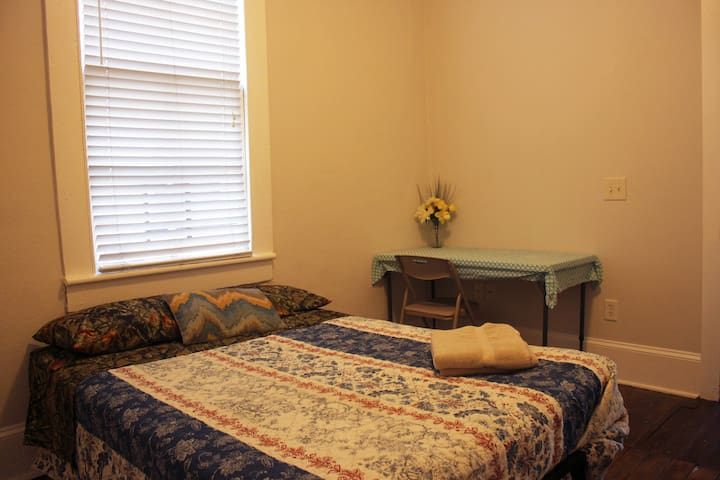 Room-01 FreeParking5minutes drive to Historic area