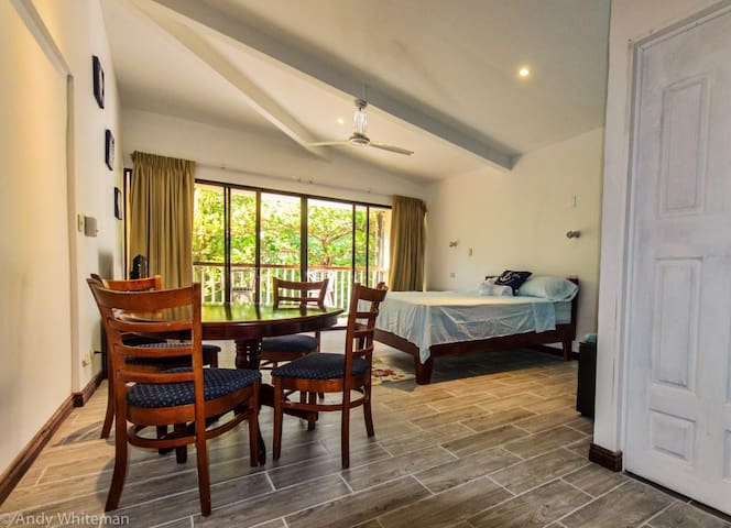 Casa Margarita, Beachfront Studio, private balcony