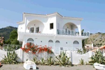 Appartamento in villa su spiaggia - Patti