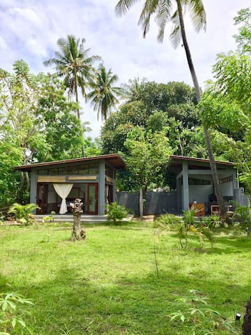 Tropical Beach house w. 400 sqm garden in Gili Air - Rumah