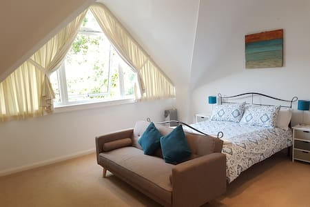 Private annexe - 5 mins walk to city walls