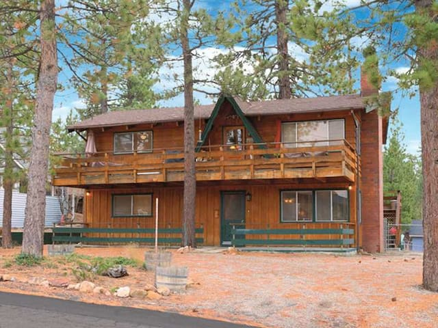 Lakeview family cabin w game room cabins for rent in for Cabin for rent in big bear ca