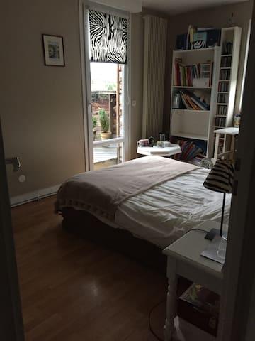 chambre calme proche centre rouen maisons louer bois guillaume haute normandie france. Black Bedroom Furniture Sets. Home Design Ideas