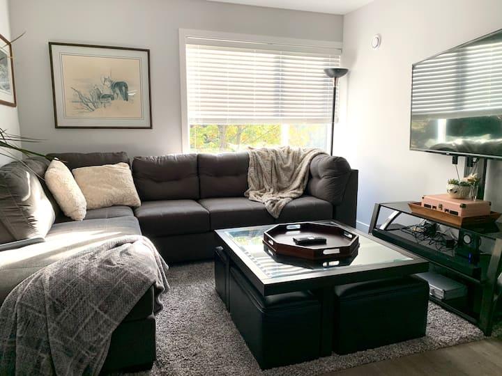 Cozy Executive Suite near Long Lake