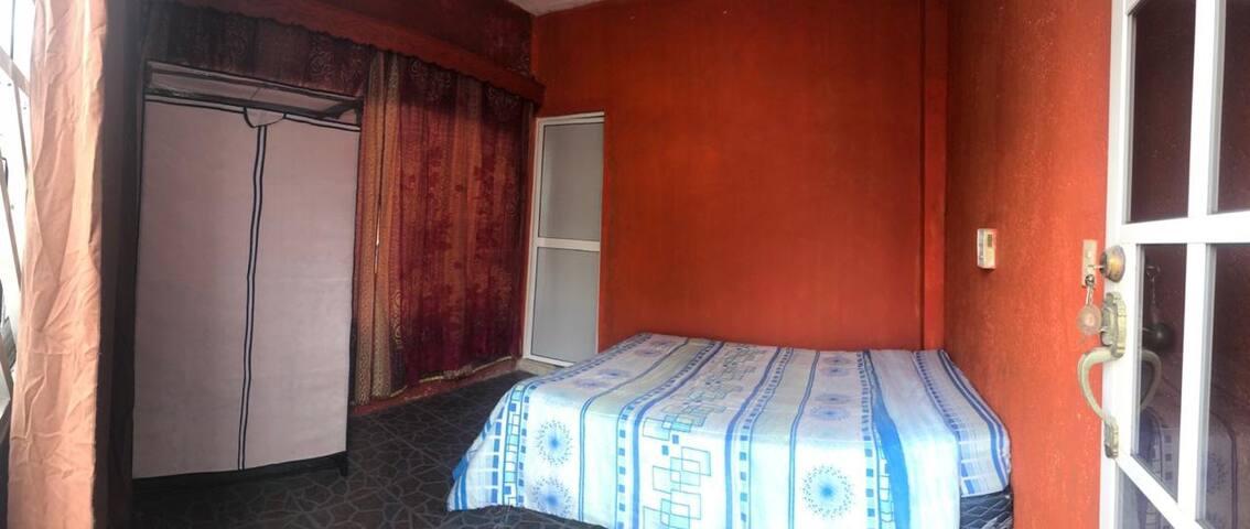 Dormitorio en zona tranquila