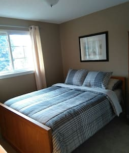 Comfortable quiet oasis - Bowmanville - House