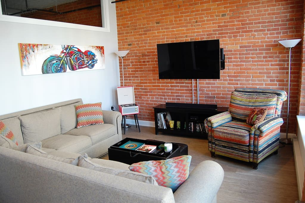 Entertaining space complete with Smart TV, vinyl record player, board games, DVDs and xBox One
