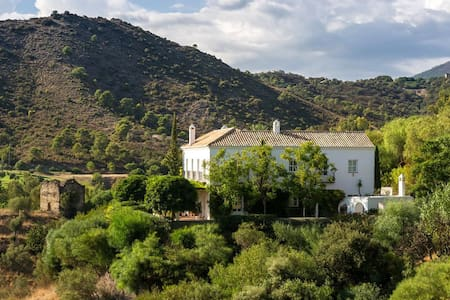 Family Wing in Exceptional Estate, pool & beaches - Benahavís - Bed & Breakfast