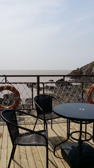 聆听海涛享用海鲜的观景平台