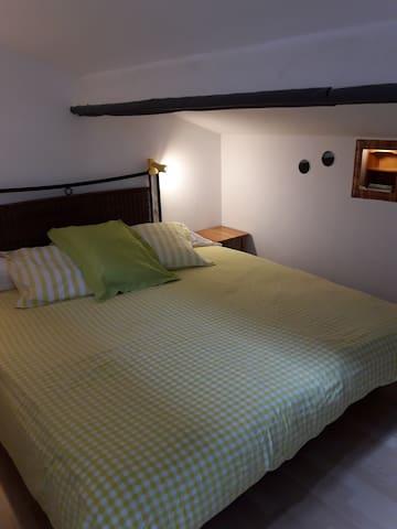 chambre mansardée version 1 lit en 180 pour un couple