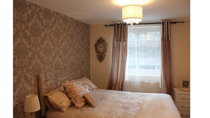 >>Superb Double Room -East London>
