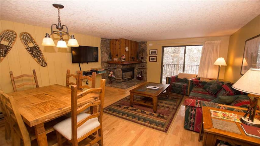 Beaver Village 1923 - Bright and Spacious 1 Bedroom Condo with StayWP