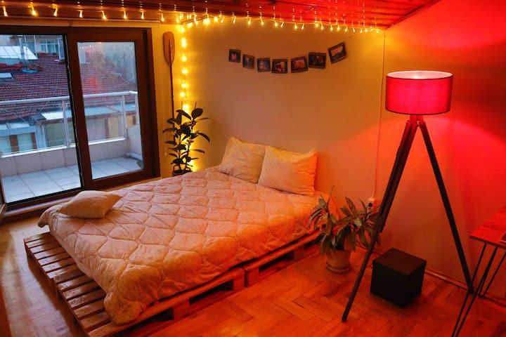 Cosy Loft Room w/ a Beautiful Terrace in Moda