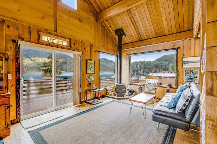Adorable Lake Hideaway W/ Spacious Deck, Lake Views, Shared Dock & Wood Stove!