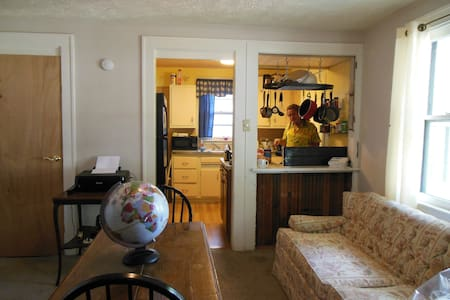 Room in scenic area near downtown Indy! - Indianapolis - House