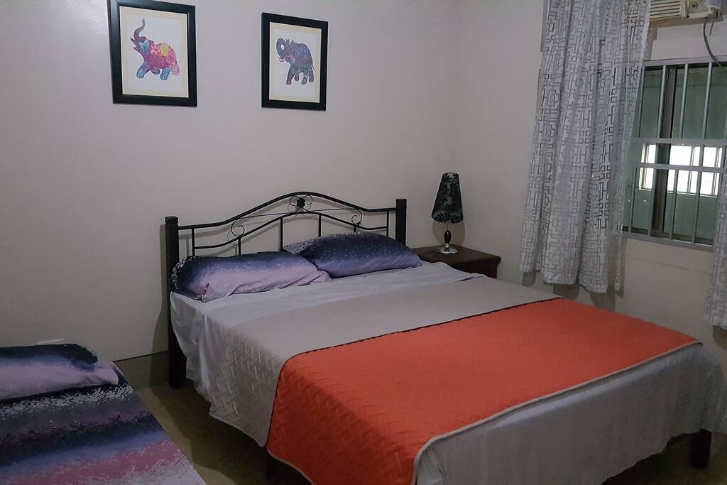 Room 1 Queen size bed and 1 single bed with closet and aircon