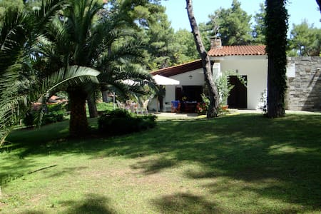 Villa Eco -Grec : Artist Retreat - Holiday House
