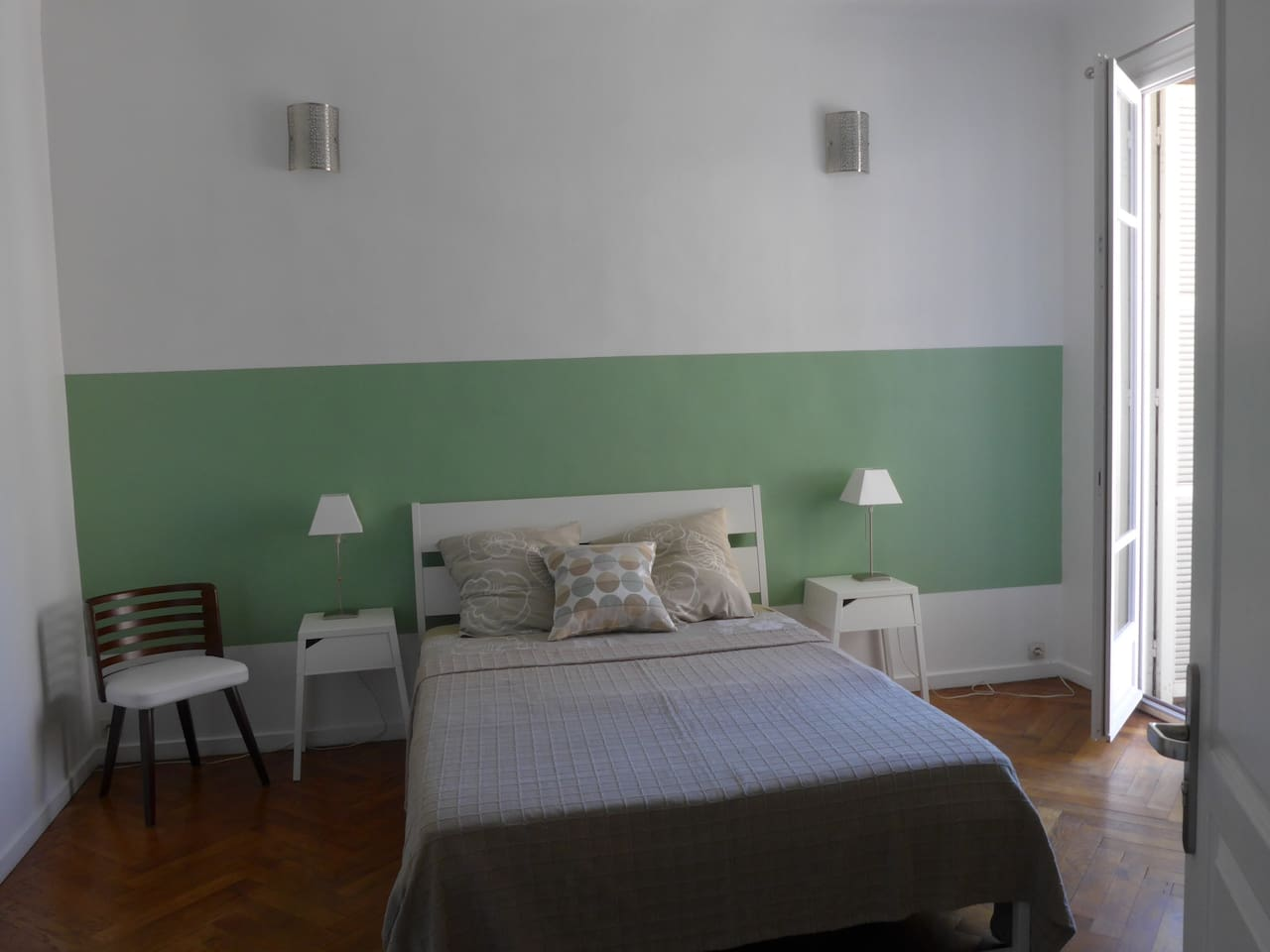 Grande chambre privée dans appartement / Private bedroom in appartment