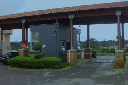 Private Apartment in Houghton Estate, Johannesburg - Johannesburg - Daire