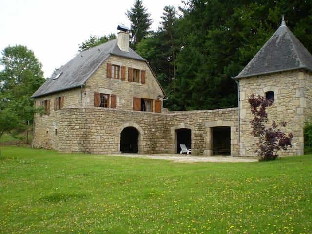 Grange Chic dans un Ecrin de Verdure - Espagnac - House