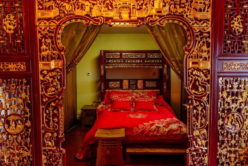 This is the bedroom suite of third floor 三楼的主卧;睡房