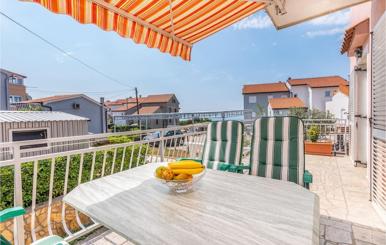 Holiday apartment with 1 bedroom on 40m² in Omisalj