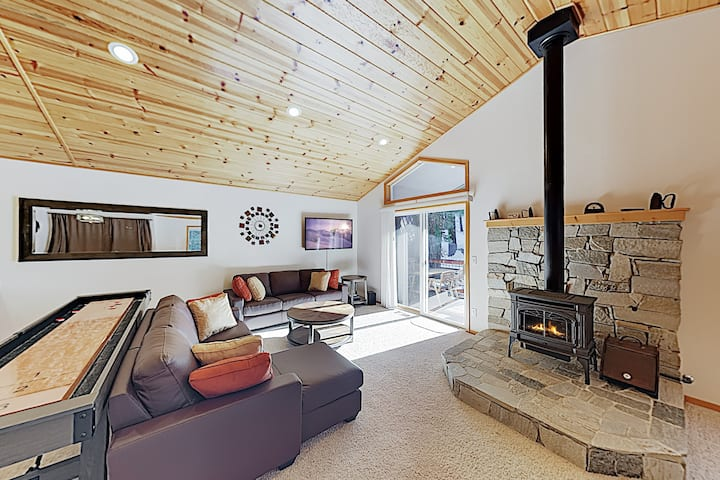 Alpine Haven: Spacious West End Donner Lake Home!