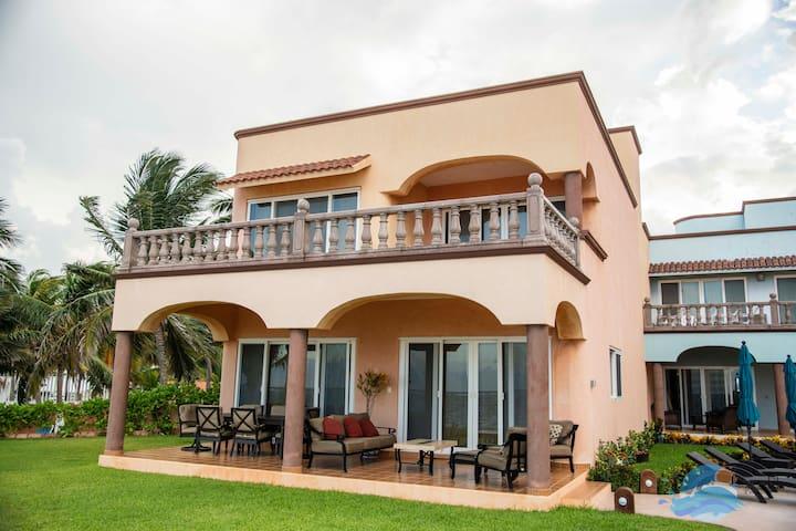 Las Casitas-Playa Fabulous Ocean Front Three Bedroom in Heart of Puerto Morelos
