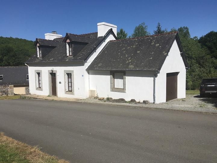 Charmingly renovated cottage near Huelgoat
