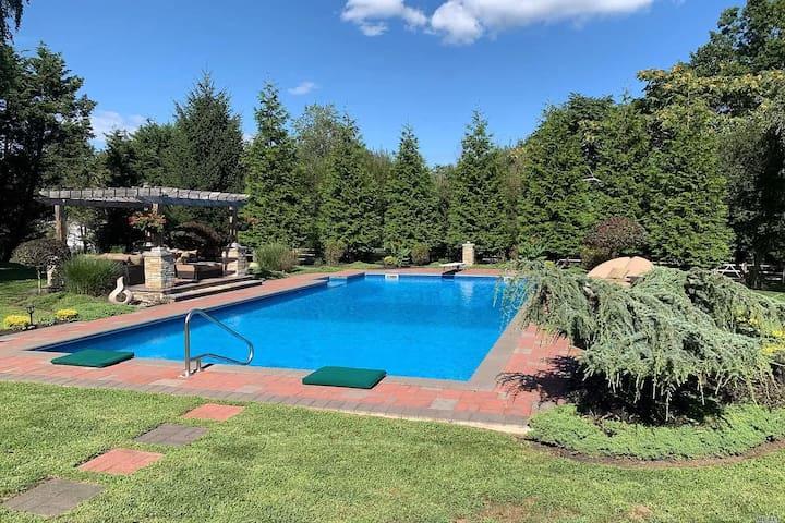 Spacious Northfork home w/ heated saltwater pool